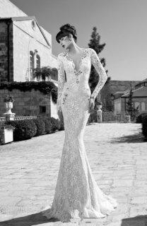 欧美身穿黑白婚纱的美艳女子