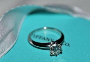 唯美爱情象征戒指图片