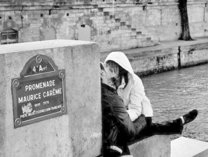 欧美激烈接吻黑白情侣图片