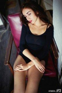 欧美冷艳性感红唇美女魔鬼身材写真